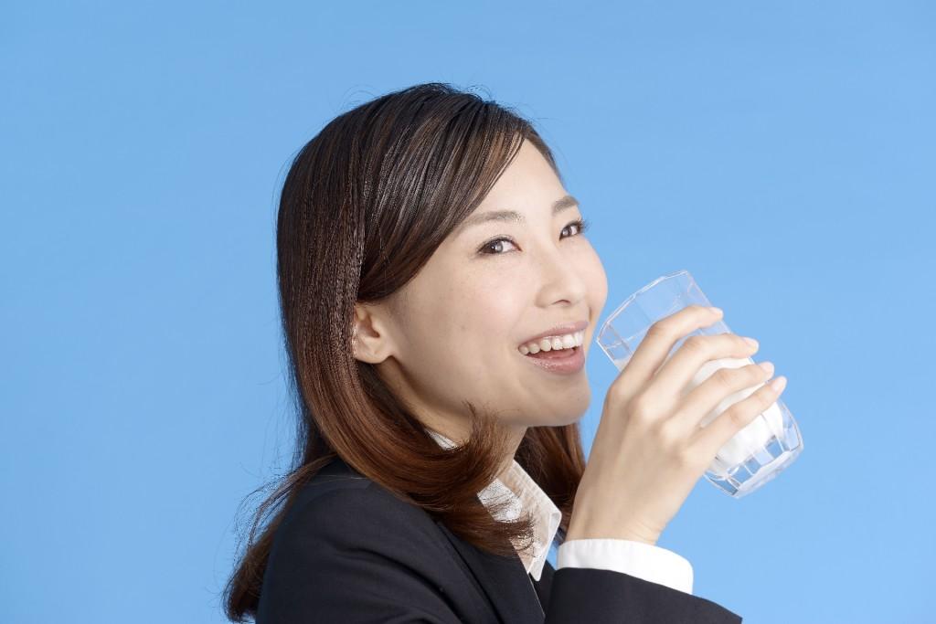 牛乳 飲酒 効果 (1)