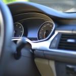 車の中で過ごすときの防寒対策8選!車中泊もOK