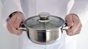 鉄鍋の焦げをスルリとスマートに落とす方法とは?